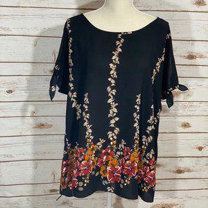 💰3 for $20💰 Torrid Size 2 Black Floral Crepe Top